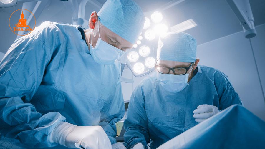 Bạn nên thực hiện phẫu thuật ở những bệnh viện uy tín với chuyên môn cao