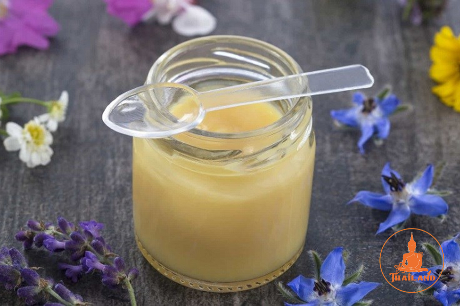 Ăn sữa ong chúa trực tiếp